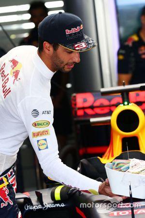 Daniel Ricciardo, Red Bull Racing with a bowl of sweets