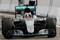 Le vainqueur Lewis Hamilton, Mercedes AMG F1 W07 Hybrid fête sa victoire en entrant dans le Parc Fermé
