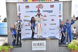 Podio: ganador de la carrera Santiago Urrutia, Schmidt Peterson Motorsports, segundo lugar André Neg