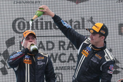 Podio: ganadores #15 Multimatic Motorsports Mustang Boss 302R: Billy Johnson, Scott Maxwell