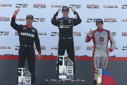 Podium: racewinnaar Simon Pagenaud, Team Penske Chevrolet, tweede plaats Will Power, Team Penske Che