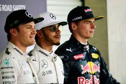 Los tres primeros calificados en parc ferme: Nico Rosberg, Mercedes AMG F1, segundo Lewis Hamilton,