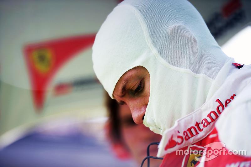 Finalmente, Vettel recibió 10 segundos de penalización y, pese a haber estado en el podio, pasaba de 3º a 5º