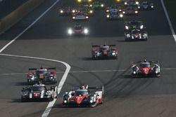 Start, #5 Toyota Racing Toyota TS050 Hybrid: Anthony Davidson, Sébastien Buemi, Kazuki Nakajima lide