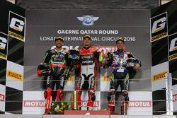 Podio: il vincitore della gara Chaz Davies, Ducati Team; il secondo classificato Tom Sykes, Kawasaki