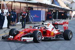 Sebastian Vettel, Ferrari SF16-H, in pista con il sistema halo