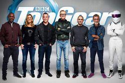 The TV-hosts of Top Gear: Rory Reid, Sabine Schmitz, Matt LeBlanc, Chris Evans, Chris Harris, Eddie Jordan en The Stig