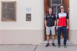 برونو سينا، ماهيندرا، وجيروم دي أمبروسيو، دراغون ريسينغ خلال زيارة لمنزل ومتحف خوان مانويل فانجيو
