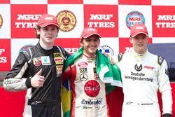 Le vainqueur Pietro Fittipaldi, le deuxième Harrison Newey, le troisième Mick Schumacher