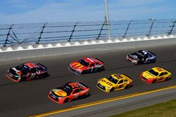 Rennaction: Martin Truex Jr., Furniture Row Racing Toyota; Denny Hamlin, Joe Gibbs Racing Toyota; Ky