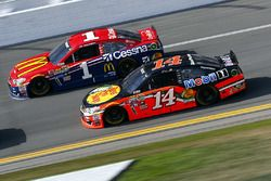 Jamie McMurray, Chip Ganassi Racing Chevrolet, Brian Vickers, Stewart-Haas Racing Chevrolet