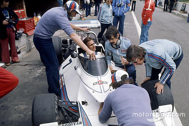 Carlos Reutemann, Brabham BT44B-Ford, Bernie Ecclestone, Gordon Murray y Herbie Blash