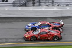 #62 Risi Competizione Ferrari 488 GTE: Toni Vilander, Giancarlo Fisichella, James Calado, #66 Ford Performance Chip Ganassi Racing Ford GT: Joey Hand, Dirk Müller, Sébastien Bourdais