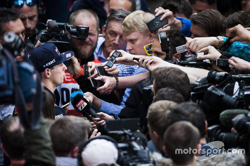 Max Verstappen, Red Bull Racing, avec les médias