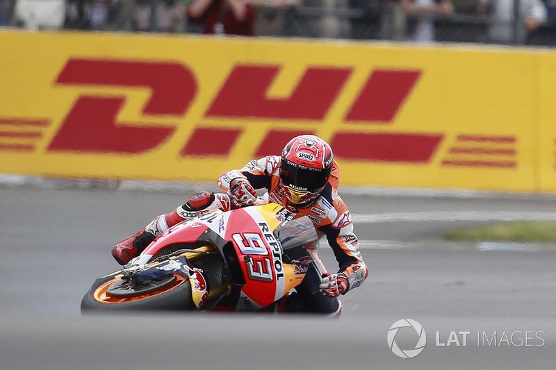 Marc Márquez, por sua vez, esteve distante da briga pela pole, caiu no início do Q2 e larga apenas em quinto.