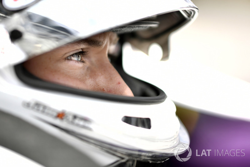 "Andretti Autosport: <img src=""https://cdn-8.motorsport.com/static/img/cfp/0/0/0/200/228/s3/united_states-2.jpg"" alt="""" width=""20"" height=""12"" />Зак Вич (№26)"