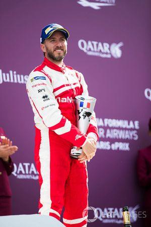 Nick Heidfeld, Mahindra Racing, célèbre son podium