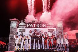 Podium der Klassensieger: Ricky Taylor, Jordan Taylor, Alex Lynn, Wayne Taylor Racing; Antonio Garci