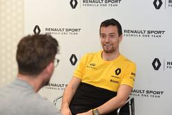 Andrew van Leeuwen van Motorsport.com Australië interviewt Jolyon Palmer, Renault Sport F1 Team