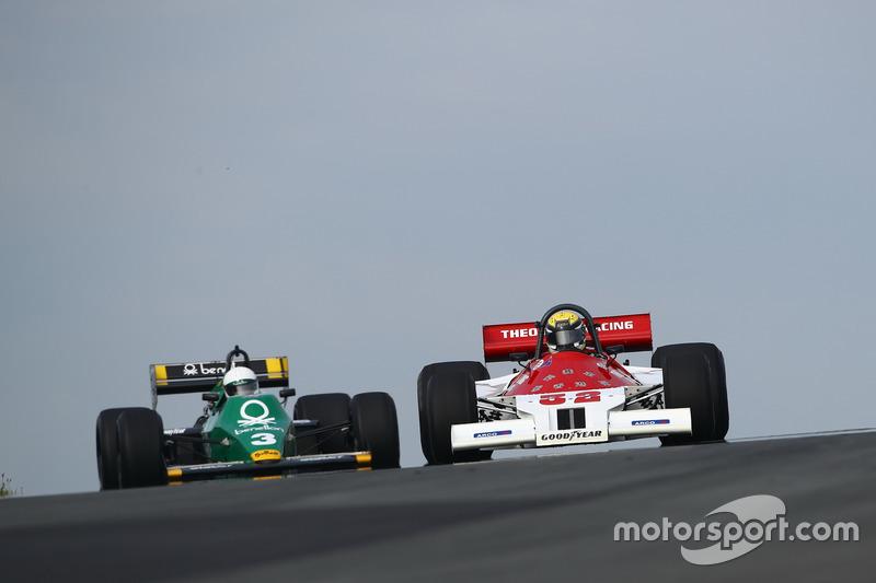 Philip Hall in de Theodore TR1 en Ian Simmonds met de Tyrrell 012