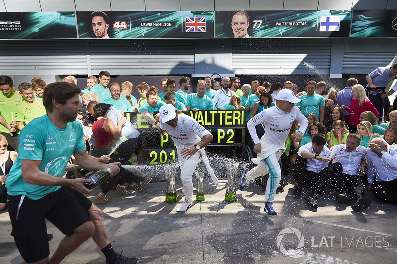 Race winner Lewis Hamilton, Mercedes AMG F1, Second place Valtteri Bottas, Mercedes AMG F1, the Mercedes team celebrate victory