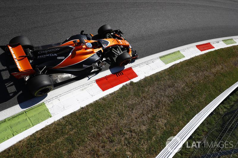 Giri 15, 20, 39 - Fernando Alonso, McLaren MCL32