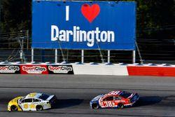 Kasey Kahne, Hendrick Motorsports Chevrolet, David Ragan, Front Row Motorsports Ford