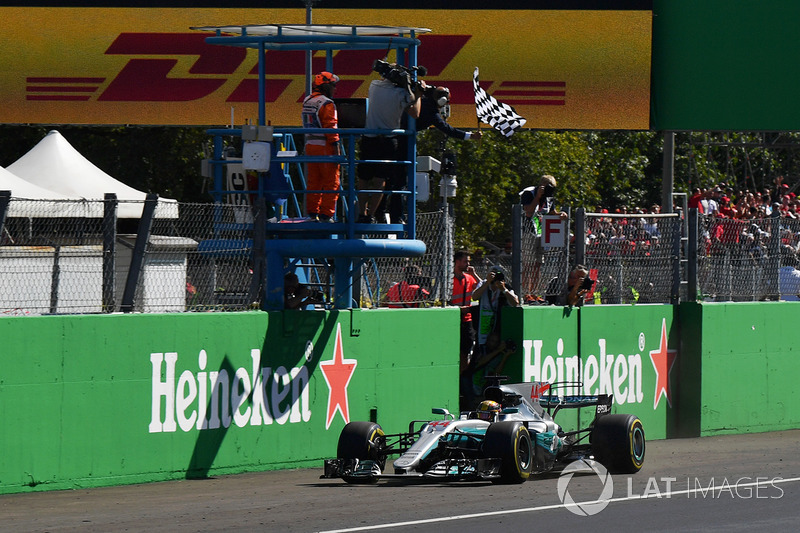Hamilton liderou a dobradinha da Mercedes, com Vettel em terceiro!