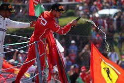 Podium: race winner Lewis Hamilton, Mercedes AMG F1, third place Sebastian Vettel, Ferrari