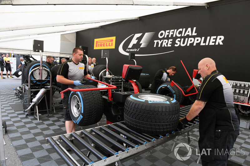 Pirelli, area di preparazione degli pneumatici