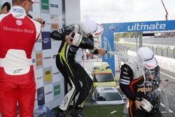 Подиум, новички: победитель Ландо Норрис, Carlin, второе место – Мик Шумахер, Prema Powerteam, треть