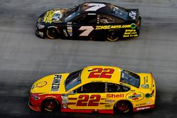 Joey Logano, Team Penske Ford, JJ Yeley, Tommy Baldwin Racing, Chevrolet SS