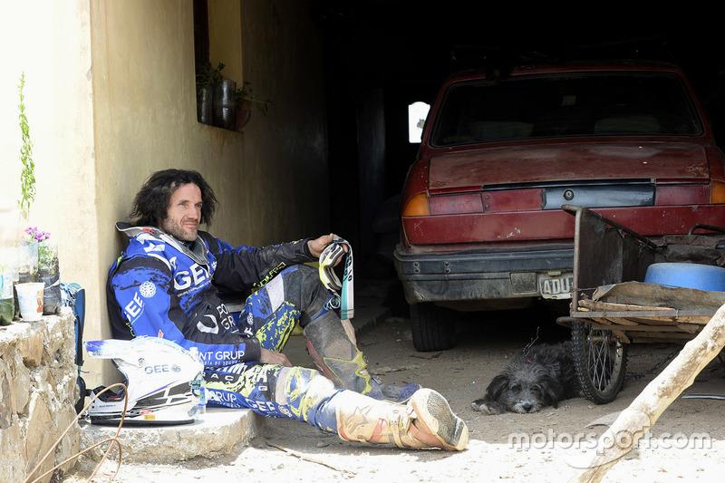 Отдыхающий мотоциклист