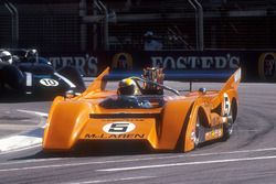 1971 McLaren M8F Can-Am bolide in een supportrace