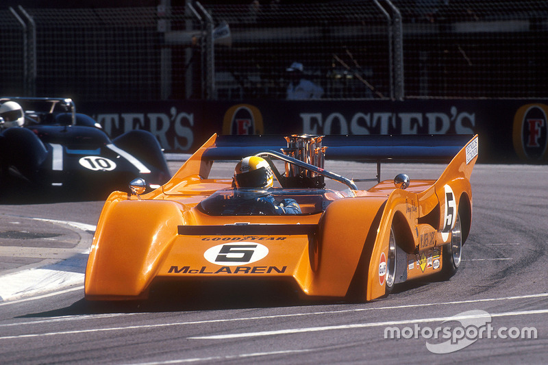1971 McLaren M8F Can-Am en una carrera de apoyo