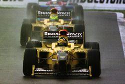 Damon Hill, Jordan 198 Mugen-Honda leads Ralf Schumacher, Jordan 198 Mugen-Honda and Jean Alesi, Sau