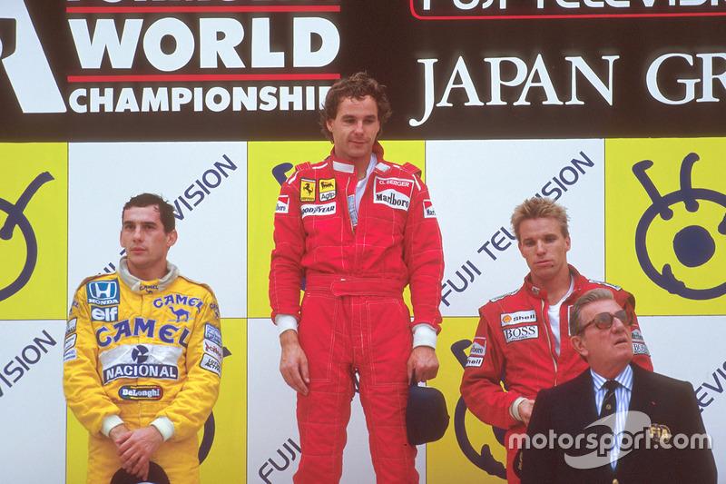 Podyum: 1. Gerhard Berger, Ferrari, 2. Ayrton Senna, Team Lotus, 3. Stefan Johansson, McLaren ve Jean-Marie Balestre, FIA Başkanı