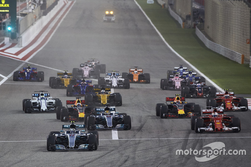 Valtteri Bottas, Mercedes F1 W08, Sebastian Vettel, Ferrari SF70H, Lewis Hamilton, Mercedes F1 W08, Max Verstappen, Red Bull Racing RB13 at the start