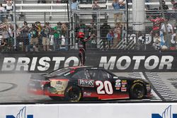 Ganador, Erik Jones, Joe Gibbs Racing Toyota