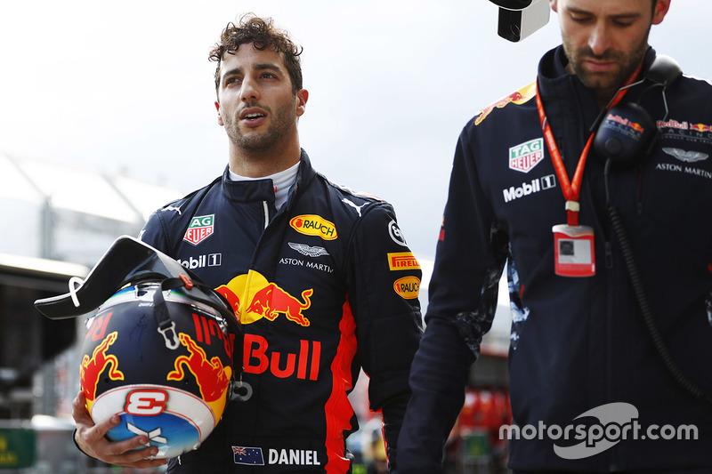Daniel Ricciardo decepcionou os fãs australianos ao bater no Q3 e ficar sem tempo. Com isso, o piloto larga em décimo.