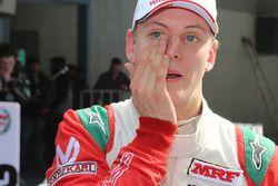 Yarış galibi Mick Schumacher