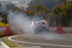 Tim Slade, Brad Jones Racing Holden, crash