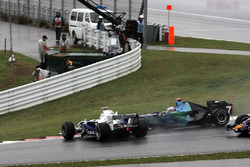 Nick Heidfeld, BMW Sauber F1.07, Jenson Button, Honda RA107, crash