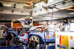 The cars of Thierry Neuville, Nicolas Gilsoul, Hyundai i20 WRC, Hyundai Motorsport and Dani Sordo, Marc Marti, Hyundai i20 WRC, Hyundai Motorsport