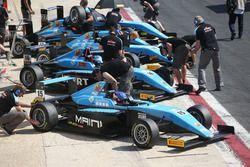 El monoplaza de Jenzer Motorsport en pit lane