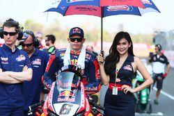 Stefan Bradl, Honda World Superbike Team met leuke grid girl