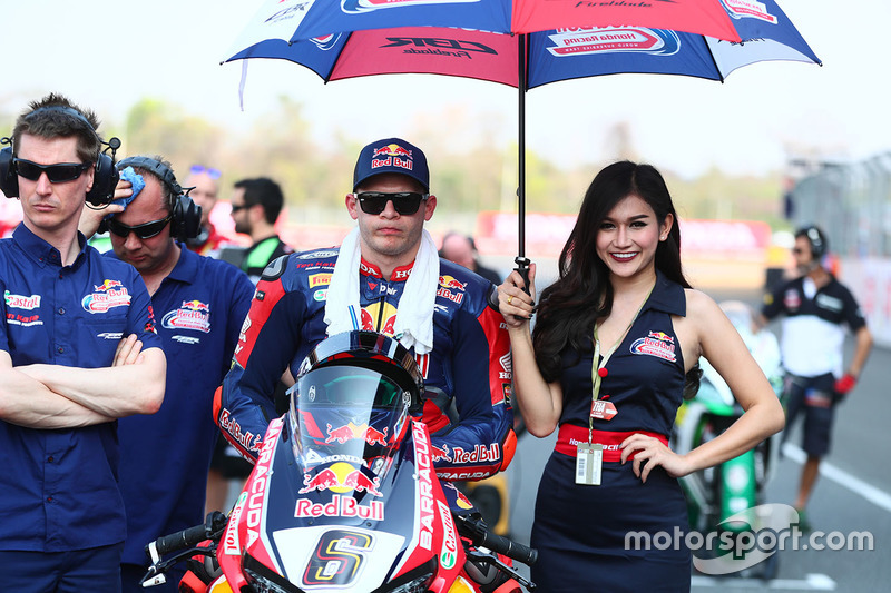 Stefan Bradl, Honda World Superbike Team con una grid girl