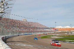 Yarış galibi Joey Logano, Team Penske Ford takes