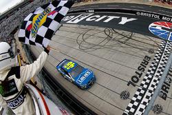 Jimmie Johnson yarışı kazanıyor, Hendrick Motorsports Chevrolet