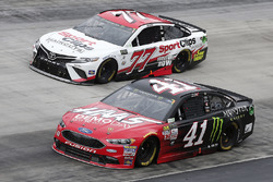 Kurt Busch, Stewart-Haas Racing, Ford; Erik Jones, Furniture Row Racing, Toyota
